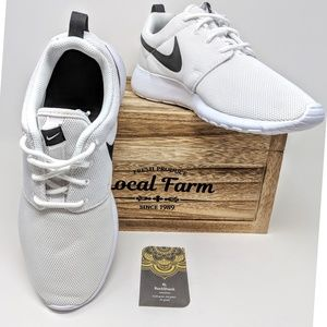 Nike Roshe one women shoes size 8